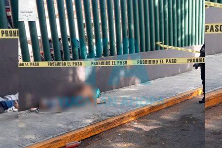 Encuentran muerto a un hombre en la entrada de la UMAE del IMSS