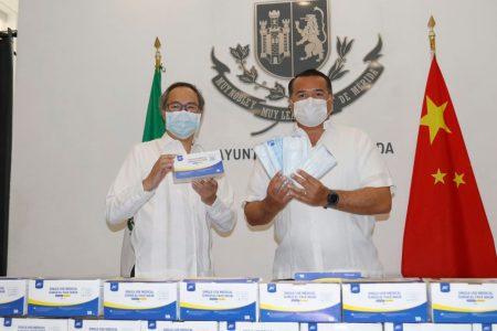 Nuevo donativo de la comunidad china al Ayuntamiento: 30 mil cubrebocas
