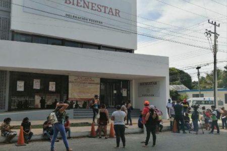 Protestan frente a Bienestar: denuncian que Huacho Díaz los excluye de los apoyos