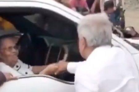 """AMLO responde a Calderón: Volvería a saludar a la mamá de """"El Chapo"""" Guzmán"""