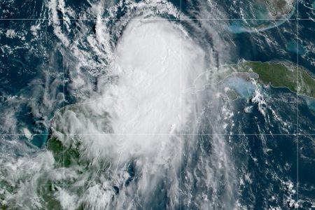 En su paso hacia E.E.U.U., el huracán Laura dejará lluvias fuertes en Yucatán