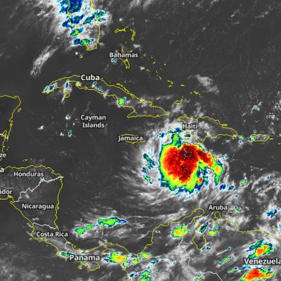 Intensa onda tropical amenaza la Península de Yucatán