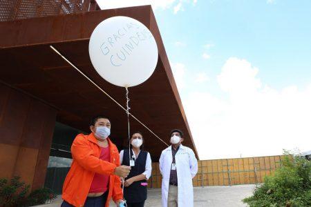 Liberan un globo blanco por cada paciente dado de alta del hospital del Siglo XXI