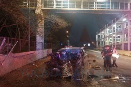 Trágico accidente en el Periférico: se impacta contra una base de concreto