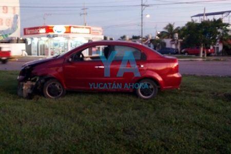 Se accidenta y abandona su auto en una glorieta del fraccionamiento La Herradura