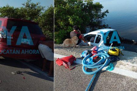 Camioneta cae a la ciénega tras chocar otro vehículo