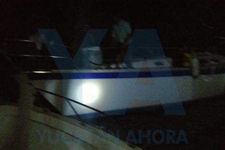 Rescatan velero varado entre Río Lagartos y Las Coloradas
