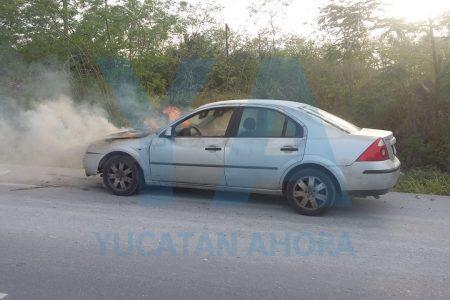 Se incendia en la carretera a Mérida el auto de un progreseño
