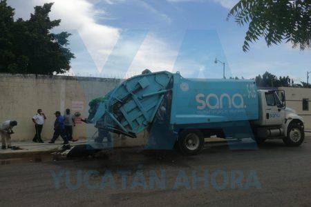 Se incendia una bolsa de basura en un camión recolector