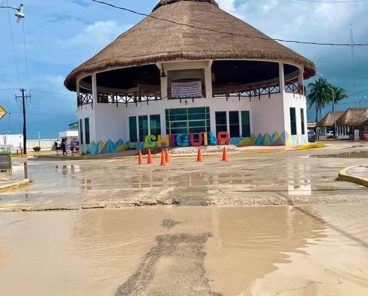 Calles de Kantunilkín, Quintana Roo, como escena de guerra y destrucción