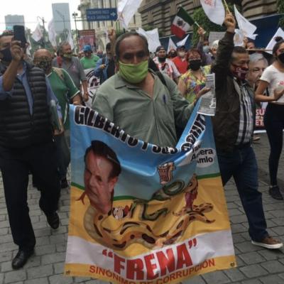 Marchan a favor de AMLO y gritan consiganas contra FRENAAA