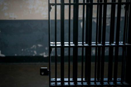 Dan 20 años de prisión a sujeto que abusó de una menor en un taxi