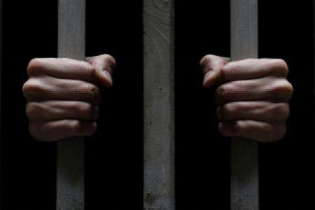 Por dejar de mantener a sus hijos, pasará casi tres años en la cárcel