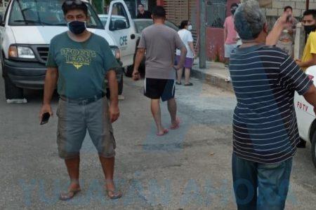 Vecinos de Chenkú retienen a empleados de la CFE: no tienen luz desde ayer
