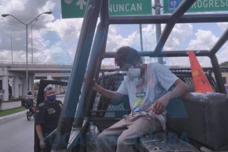 Ya se le hizo costumbre: joven intenta lanzarse otra vez desde un puente del Periférico
