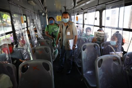 Recuerda: en los autobuses no pueden ir pasajeros de pie