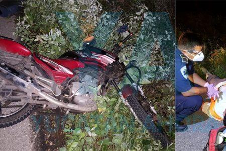 Derrapa un motociclista al estallarle una llanta