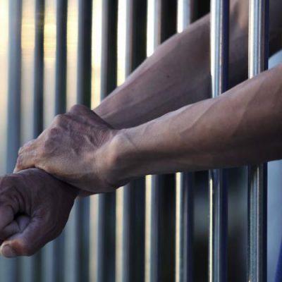 Dan prisión preventiva a sujeto que golpeó a su pareja en el Cortijo Chuburná
