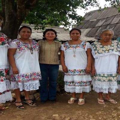 Rescatan saberes ancestrales y farmacias vivientes para empoderar a mujeres mayas