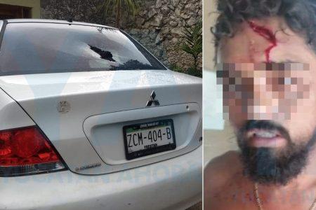 Irrumpió en una casa y le cayeron a tubazos; en venganza apedreó un auto