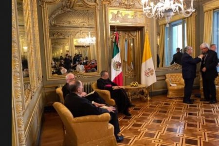 Arzobispo yucateco distinguido con medalla Ohtli llama a construir un México de unión y paz