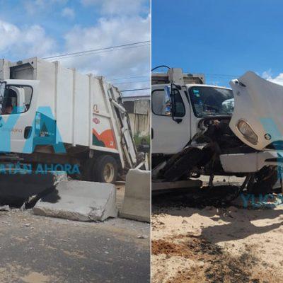 Camión de Pamplona provoca aparatoso accidente por una falla mecánica