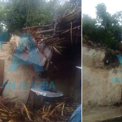 Por la lluvia, colapsa el techo de una casa en Hunucmá