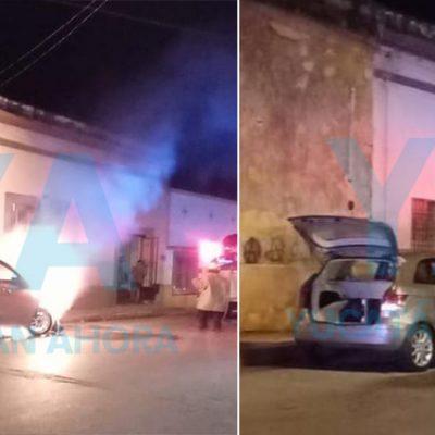 Pierde su auto tras incendiarse por un cortocircuito