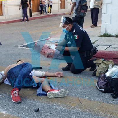 Motociclista herido al chocar contra un auto