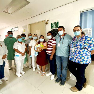 Dan de alta a niña 'milagro': nació con peso de medio kilo y va a casa tras cuatro meses en el IMSS