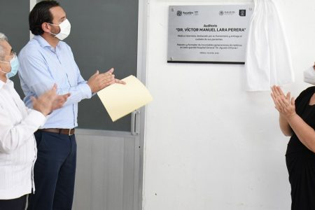 Rinden homenaje a destacado médico del Hospital Agustín O'Horán