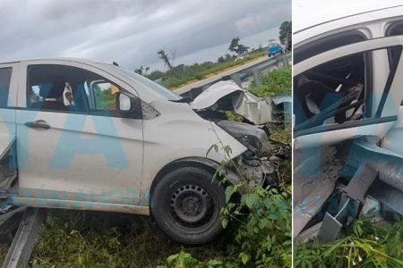 Conductora sufre aparatoso accidente por esquivar un perro