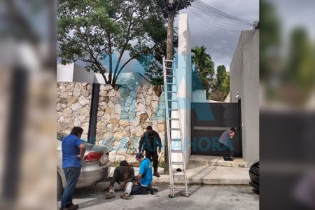 Cae de un poste trabajador de Telmex al romperse su arnés