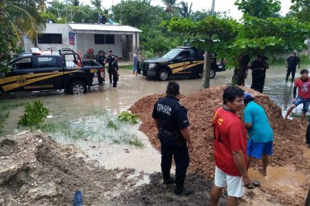 Policías de la SSP Yucatán auxilian a poblaciones afectadas por Gamma