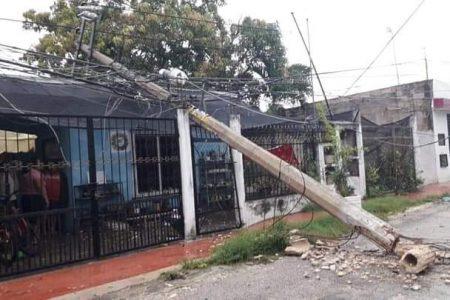 Zeta tumba un poste sobre una casa en Valladolid: ya estaba 'sentido'
