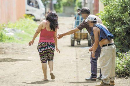 Cuidado acosadores de mujeres en la calle: ofrecen recompensa para exhibirlos