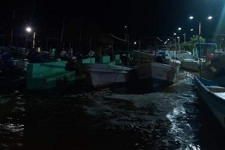 Creciente marina en puertos del oriente de Yucatán, tras el paso de la tormenta Gamma