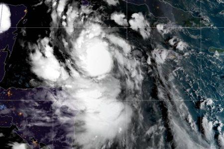 Delta se fortalece rápido en el Caribe: podría llegar como huracán categoría 4