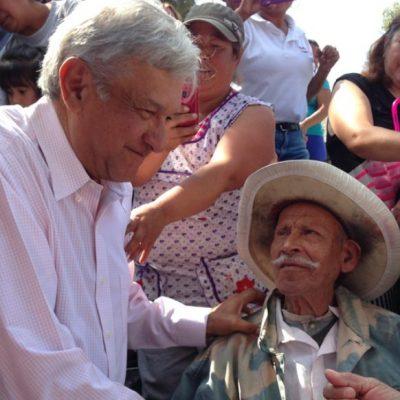 Anticipa AMLO un aumento a las pensiones de adultos mayores y becas a jóvenes
