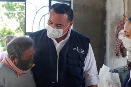 No están solos en estos días difíciles, les dice Renán Barrera a damnificados del huracán Delta