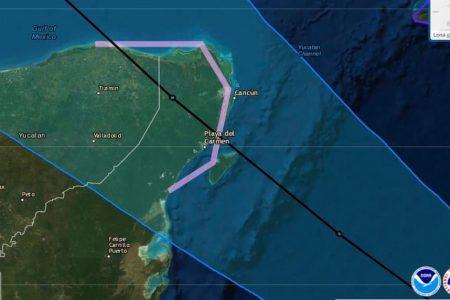 Zeta llega como huracán a la Península de Yucatán, la noche del lunes