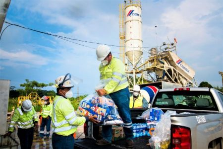 Cemex entrega 12 toneladas de víveres a damnificados por inundación en Tabasco
