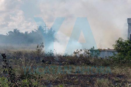 Se incendia un terreno en Chicxulub Puerto
