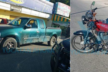 Invade carril y choca a una pareja en moto: un hospitalizado