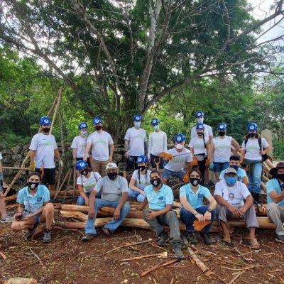 Voluntarios de Estados Unidos construyen Oficina del Caminante en Yucatán