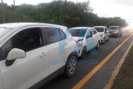 Carambola de cuatro autos en la carretera Progreso-Mérida