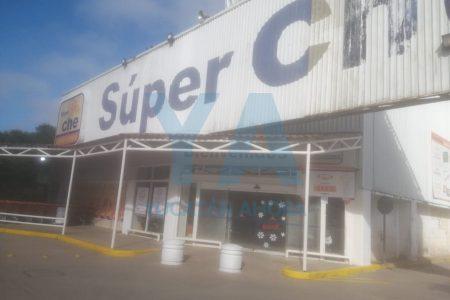Encuentran muerto al velador de un supermercado