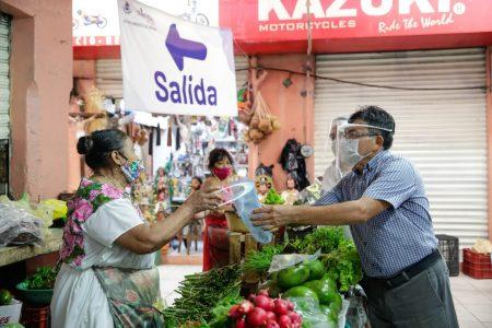 Entregan caretas a locatarios de los mercados San Benito y Lucas de Gálvez