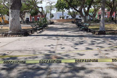 Ebrio, cae y se golpea la cabeza contra los fierros de una banca, en San Juan