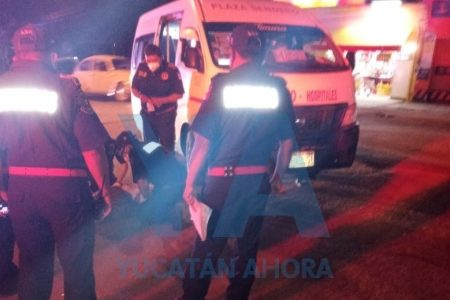 Taxista revuelca a hombre de la tercera edad por no respetar un paso peatonal